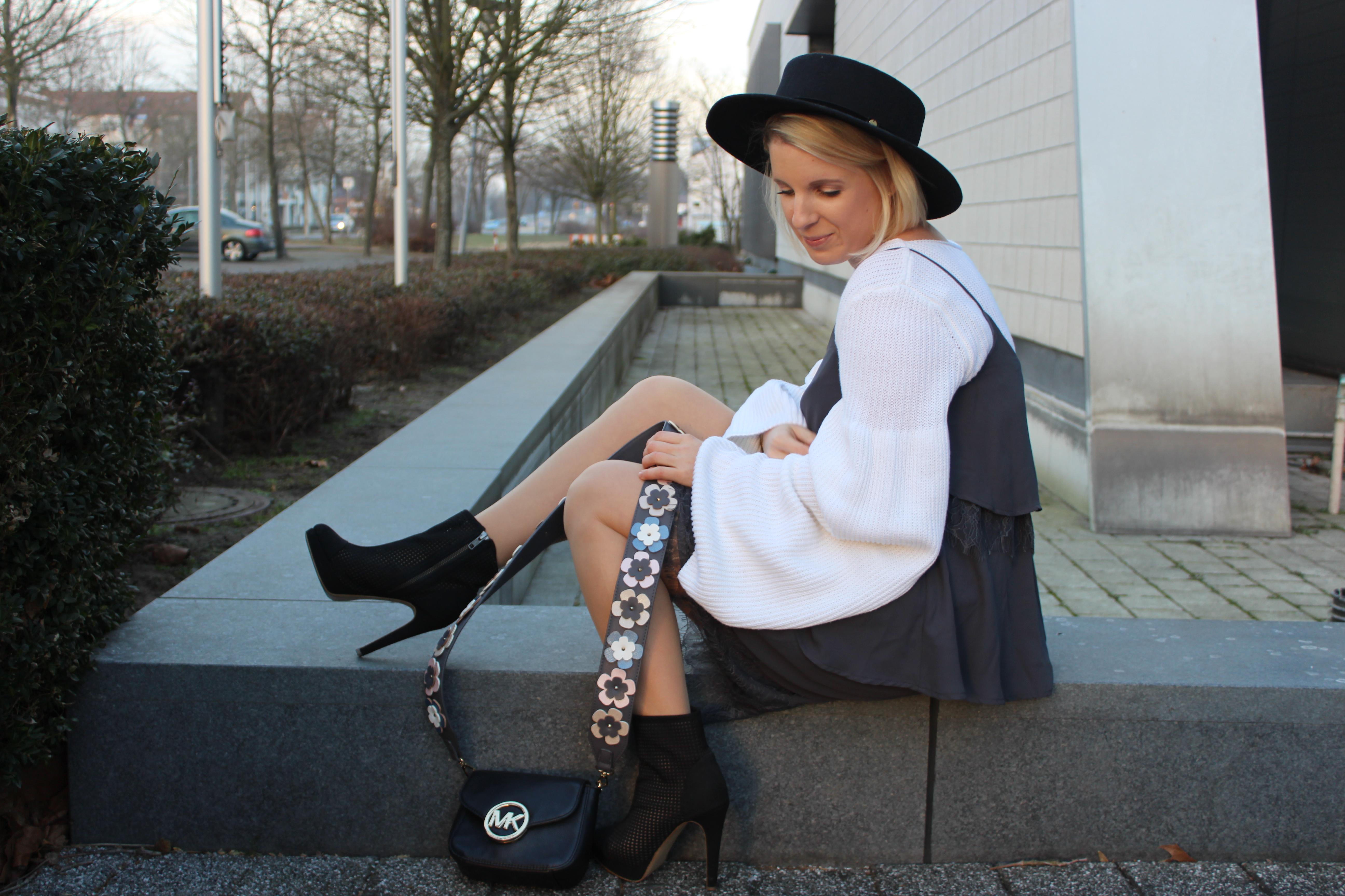 hippie chic pullover mit trompeten rmel spitzenkleid. Black Bedroom Furniture Sets. Home Design Ideas